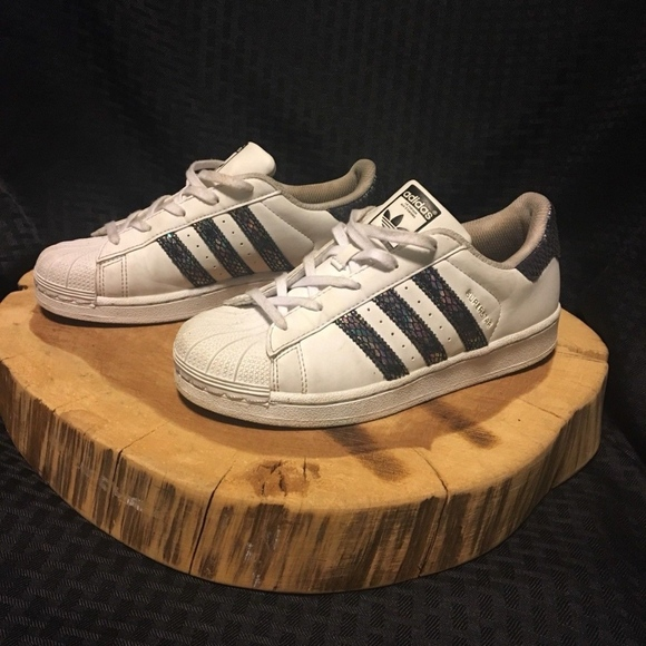 more photos 44501 158ee adidas Other - Adidas Girls Superstar Shell Toe Sneakers Sz  3